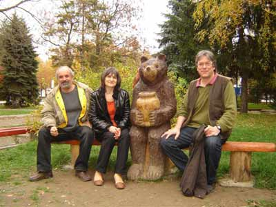 Barry with Kamelia and Nikolay Dobrev together with a sculpture of Alexander Ivanov in the park of Lovech