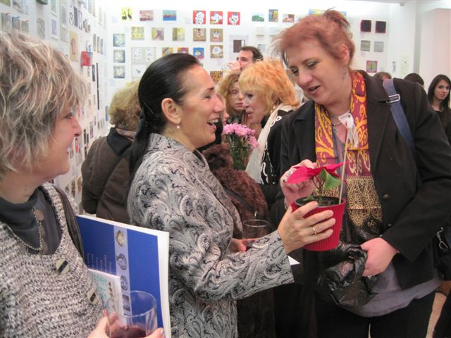 Prof. Pinar Bingol receiving flowers from Prof. Anna Yaneva